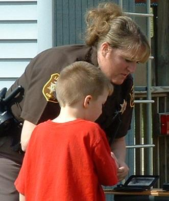 police-officer-w-child